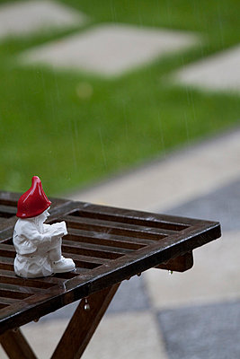 Garden gnome in the rain - p7390485 by Baertels
