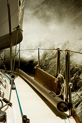 Segeln in den Wellen - p9792866 von Zickert