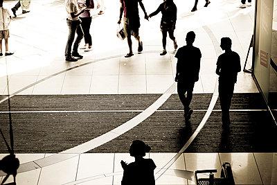 Einkaufspassage - p979m1088554 von Martin Kosa