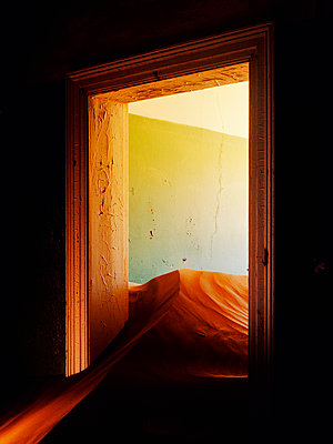Abandoned House Filled with Drifting Sand - p555m1453570 by Spaces Images