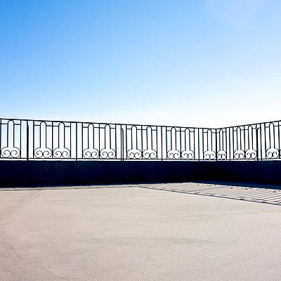 Railing around the terrace - p813m903908 by B.Jaubert