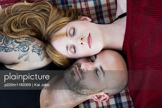 Verliebtes Paar - p220m1183309 von Kai Jabs