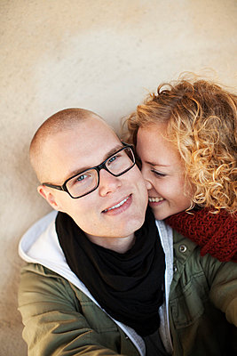 Portrait of young couple - p312m695864 by Juliana Wiklund