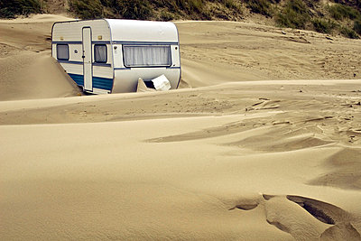 Caravan in the sand - p4170072 by Pat Meise