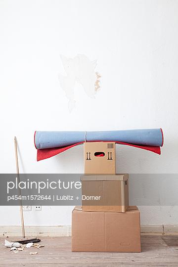 Clean swept  - p454m1572644 by Lubitz + Dorner