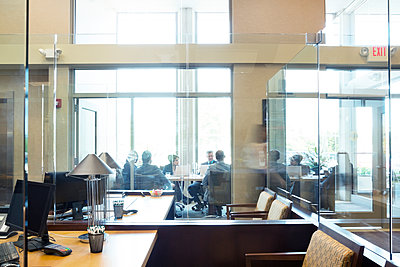 Business people sitting in conference room during meeting - p1166m1163518 by Cavan Images