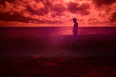 Man in a red beach - p1631m2208613 by Raphaël Lorand