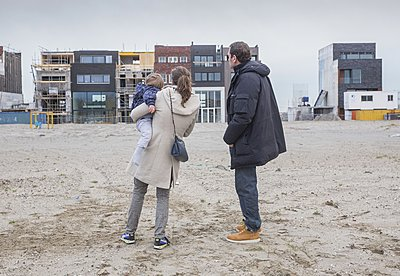https://photobay.plainpicture.com/submissions/46450/indexings/new?assignee_id=4838&indexing=indexing_accepted_and_highres_finished&metadata=indexing&roles=all&service_providers=all#Couple at construction site, Zeeburg - p896m1478896 by Amaury Miller