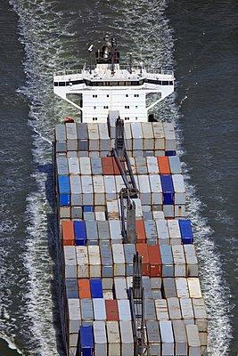 Containerschiff - p1016m907537 von Jochen Knobloch