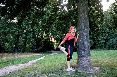 Junge Frau beim Joggen - p6710033 von Thomas Marek