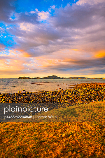 Sunset, Pacific Ocean, New Zealand - p1455m2204848 by Ingmar Wein