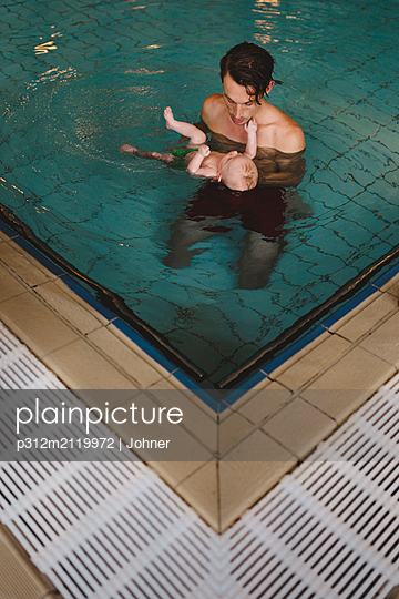 Father with baby in swimming-pool - p312m2119972 by Johner