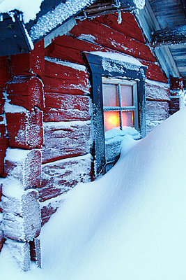 Snow covering red hut - p312m1407500 by Hakan Hjort