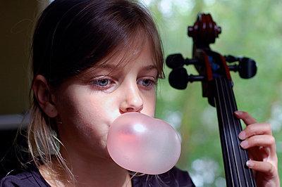 Chewing gum bubble - p896m834696 by Richard Brocken