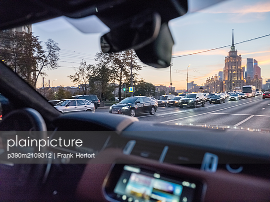 Moscow, Drive at dusk - p390m2109312 by Frank Herfort