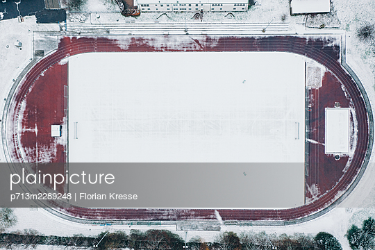 Stadium in winter - p713m2289248 by Florian Kresse