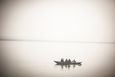 People in a small boat - p1007m1144388 by Tilby Vattard