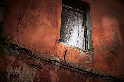 Old house - p1007m886875 by Tilby Vattard