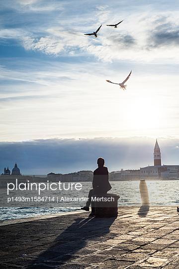 Abendstimmung am Ufer in Venedig III - p1493m1584714 von Alexander Mertsch