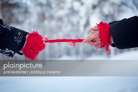Battle over red - p1513m2037601 by ESTELLE FENECH
