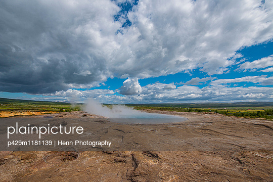Geothermal blue pool, Geysir, Haukadalur, South Iceland - p429m1181139 by Henn Photography