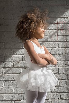Junge Tänzerin - p1323m1182055 von Sarah Toure