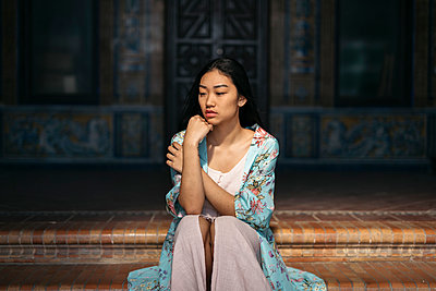 Young asian woman with kimono - p300m2167549 von Tania Cervián