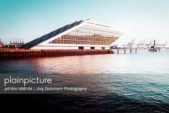 Hamburg - p416m1498164 von Jörg Dickmann Photography