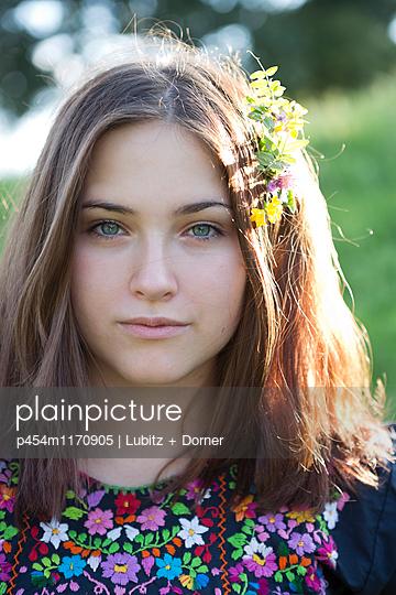 Pretty girl - p454m1170905 by Lubitz + Dorner