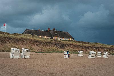 Germany, Schleswig-Holstein, Sylt, Rantum, house on West beach - p300m2042142 von Kerstin Bittner