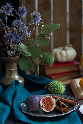 Still life with figs and cinnamon sticks - p300m2060466 by JLPfeifer