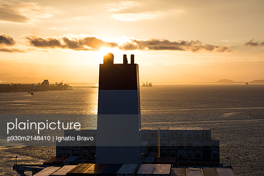 Ship funnel on container ship - p930m2148410 by Ignatio Bravo