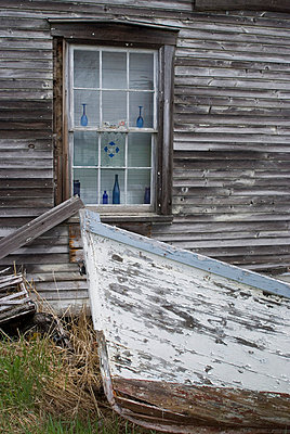 Old wooden boat and clapboard house, Canada - p8552127 by Natalie Tepper