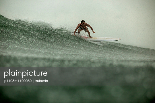 Plainpicture Plainpicture P1108m1190930 Man Surfing In