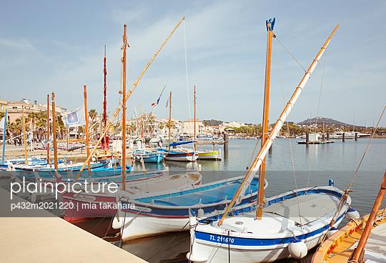 Boote im Hafen von Sanary-sur-Mer - p432m2021220 von mia takahara