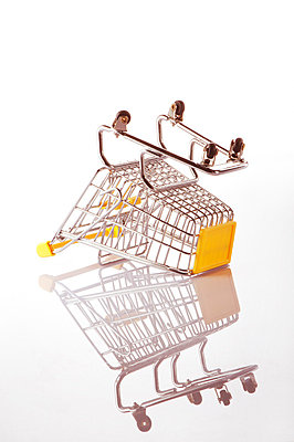 Shopping trolley - p5150330 by E.Coenders