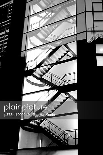 Illuminated glass staircase - p378m1002249 by Bjanka Kadic