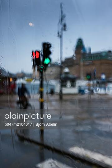 Traffic Light In City During Rainy Season   - p847m2104817 by Björn Abelin
