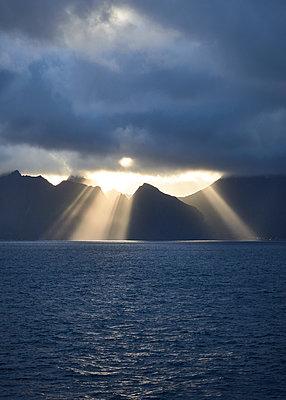 Lofoten im Sonnenuntergangslicht - p1124m1165628 von Willing-Holtz