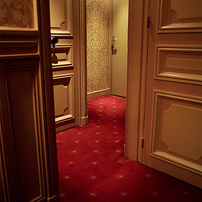Hotelflur - p9100167 von Philippe Lesprit