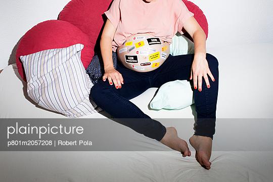 Werbung für werdende Mütter - p801m2057208 von Robert Pola