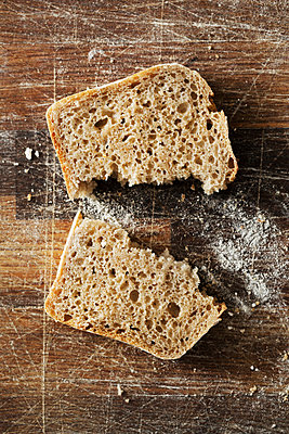 Close up of a freshly baked slice of bread. - p1100m1158396 by Mint Images