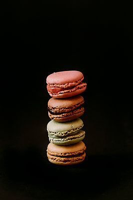 Macaroons on black background - p300m2155293 by Juanma Hache