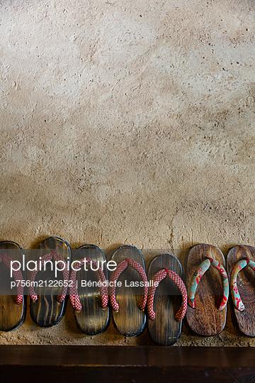 Japanese sandals - p756m2122652 by Bénédicte Lassalle