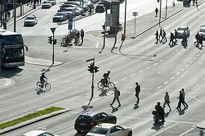 Kreuzung in Hamburg - p229m1461323 von Martin Langer