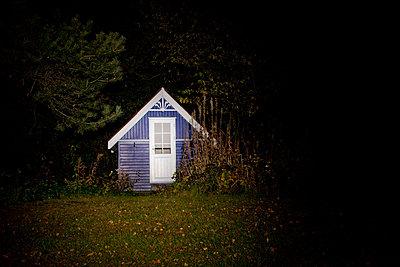 Dänische Hütte im Garten - p8240087 von jochen leisinger