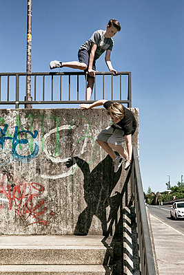 Urban Climbing - p1222m1467441 von Jérome Gerull