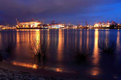 Hamburg harbour at night - p179m1475986 by Roland Schneider