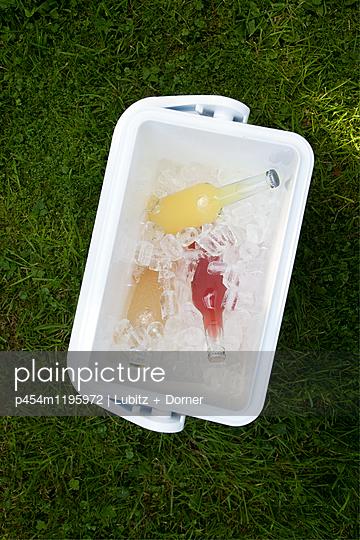 Eisgekühlt - p454m1195972 von Lubitz + Dorner