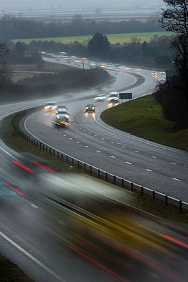 Cars travelling along a wet highway - p1057m1586856 by Stephen Shepherd